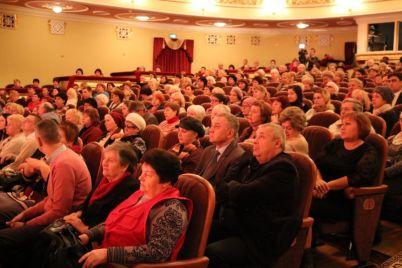 internatam-zaporozhskoj-oblasti-vruchili-dengi-na-razvitie-foto.jpg