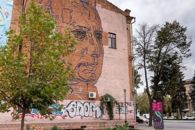 istoricheskij-dom-v-czentre-zaporozhya-ukrasyat-muralom.jpg
