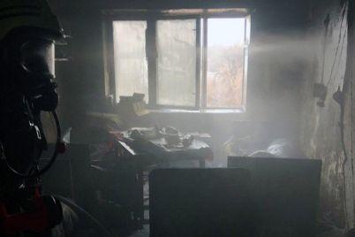 iz-za-korotkogo-zamykaniya-v-zaporozhe-gorela-mnogoetazhka-spasateli-evakuirovali-12-chelovek-foto.jpg