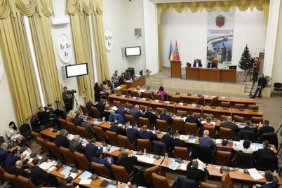iz-za-pereraspredeleniya-mest-zaporozhskie-deputaty-poskandalili-na-sessii-gorsoveta.jpg