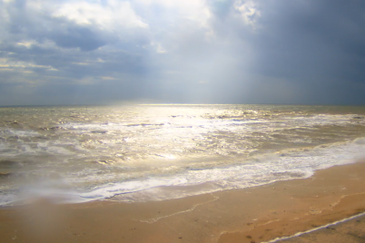iz-za-shtorma-na-azovskom-more-izmenilsya-czvet-vody-video.png