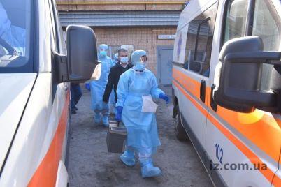 iz-zaporozhskogo-aeroporta-v-oblastnuyu-infekczionnuyu-bolniczu-skoraya-uehala-s-sirenoj-foto.jpg