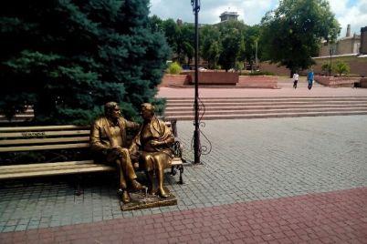 iz-zaporozhskogo-parka-propal-zheleznyj-pyos-foto.jpg