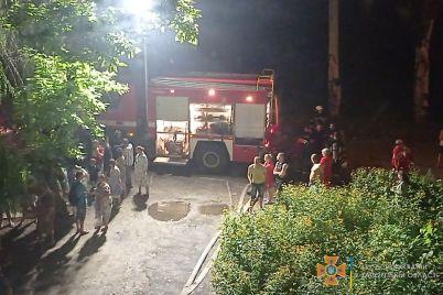 iz-zaporozhskoj-mnogoetazhki-ekstrenno-evakuirovali-desyatki-zhilczov-video-foto.jpg