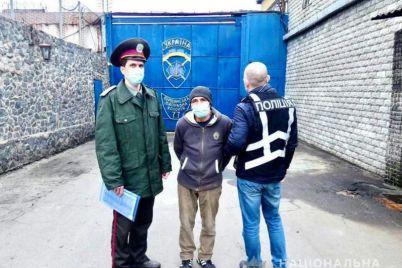 iz-zaporozhya-v-rossiyu-deportirovali-muzhchinu-kotoryj-otsidel-v-tyurme-za-ubijstvo-foto.jpg