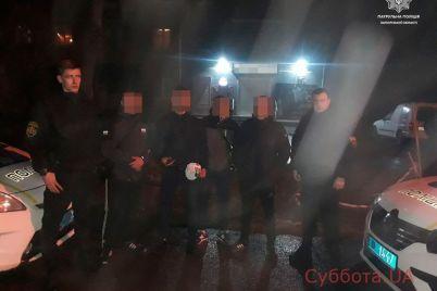 izbili-i-ograbili-v-czentre-zaporozhya-chetvero-muzhchin-napali-na-moloduyu-paru.jpg