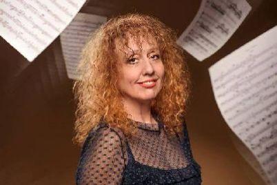 izvestnaya-zaporozhskaya-pianistka-kupila-bilet-na-svoj-konczert.jpg