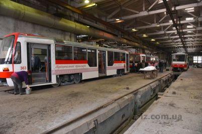k-vyhodu-na-liniyu-gotovyatsya-dva-novenkih-zaporozhskih-tramvaya-foto.jpg
