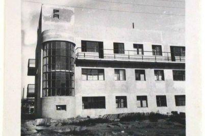 kak-v-zaporozhe-vyglyadeli-balkony-na-zdaniyah-postroennyh-v-nachale-proshlogo-veka-foto.jpg
