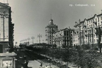 kak-vyglyadeli-zdaniya-s-bashnyami-v-zaporozhe-v-seredine-proshlogo-veka-foto.jpg
