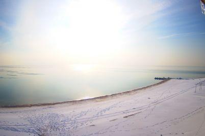 kak-vyglyadit-poberezhe-azovskogo-morya-v-kurortnoj-kirillovke-v-kreshhene-foto.jpg