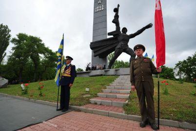 kak-zaporozhczam-14-oktyabrya-v-den-osvobozhdeniya-zaporozhya-doehat-k-pamyatniku-pereprava.jpg