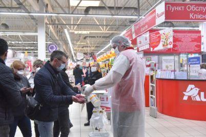 kak-zaporozhczy-soblyudayut-pravila-karantina-v-gipermarkete-foto.jpg
