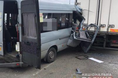 kolichestvo-zhertv-bolshe-chem-devyat-v-zaporozhe-proizoshla-zhutkaya-avtokatastrofa-novye-podrobnosti-foto.jpg