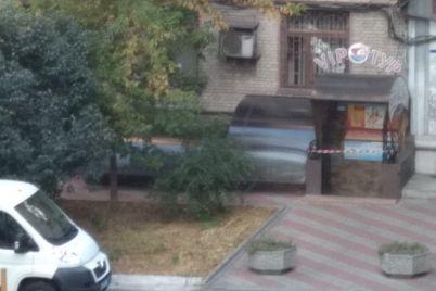 krasnaya-lenta-i-policziya-v-czentre-zaporozhya-rabotayut-kriminalisty-foto.jpg