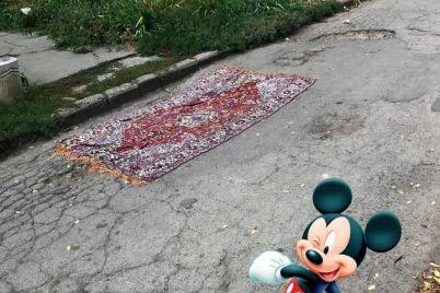 kuryoz-v-zaporozhe-dyry-v-asfalte-latayut-kovrami-foto.jpg