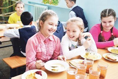 makarony-vmesto-myasa-gosprodpotrebsluzhba-nashla-narusheniya-v-raczione-ukrainskih-shkolnikov.jpg