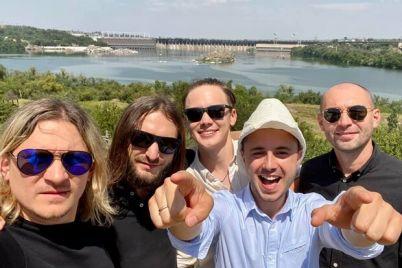 mandruj-ukrad197noyu-vidomij-ukrad197nskij-muzikant-znyav-na-horticzi-trevel-shou-dlya-naczionalnogo-turistichnogo-proektu.jpg