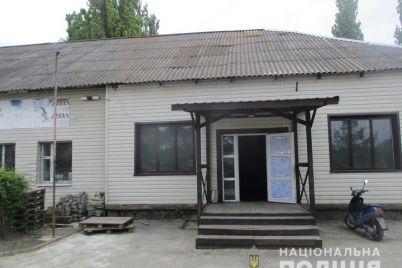 maskuvalis-pid-kafe-na-zaporizhzhi-viyavili-nelegalnij-gralnij-zaklad.jpg