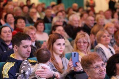 mer-zaporozhya-vladimir-buryak-vse-dobrye-i-geroicheskie-dela-muzhchiny-delayut-radi-zhenshhin.jpg