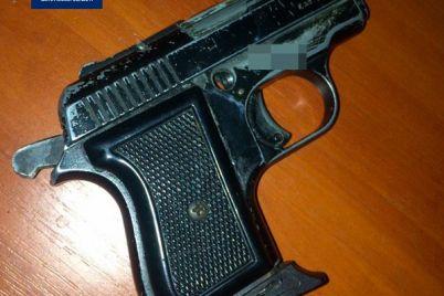 meshkanecz-zaporizhzhya-pogrozhuvav-perehozhim-pistoletom-z-vikna-svod194d197-kvartiri.jpg