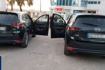 meshkanecz-zaporizhzhya-viyaviv-avtomobili-z-identichnimi-nomernimi-znakami.jpg