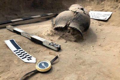 minkult-ne-vydal-razreshenie-zaporozhskim-arheologam-na-provedenie-raskopok-na-mamaj-gore.jpg