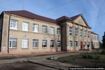 mladsheklassnicza-umerla-ot-tuberkuleza-roditeli-trebuyut-zakryt-shkolu.jpg
