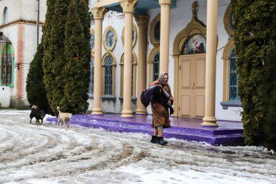 molitvy-gadzhety-i-smirenie-kak-prohodit-zhizn-v-edinstvennom-zhenskom-monastyre-zaporozhya-fotoreportazh.jpg