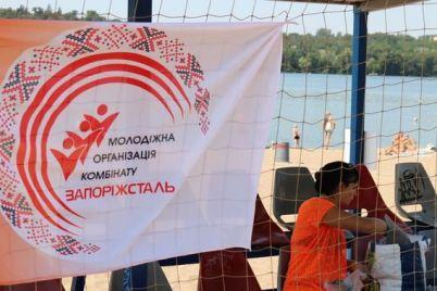 molodye-metallurgi-v-zaporozhe-proveli-zahvatyvayushhij-turnir-po-plyazhnomu-volejbolu.jpg