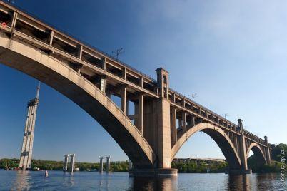 most-preobrazhenskogo-v-zaporozhe-ostanovilsya-iz-za-neispravnogo-avto-foto.jpg