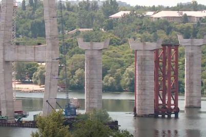 mostova-epopeya-shho-zaraz-vidbuvad194tsya-na-znamenitomu-zaporizkomu-dovgobudi.jpg