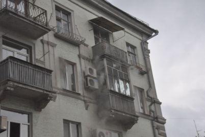 muzhchina-pel-serenady-na-balkone-zaporozhskoj-mnogoetazhki-video.jpg