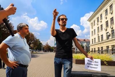 my-ne-kusaemsya-zaporozhskie-zhurnalisty-proveli-akcziyu-u-sten-merii-fotoreportazh.jpg