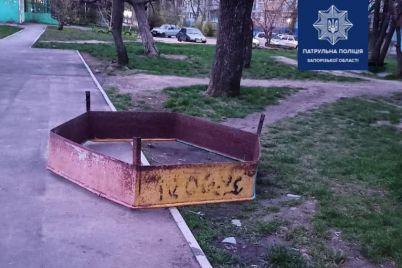 na-baburke-ukrali-detskuyu-pesochniczu-chtoby-sdat-na-metallolom.jpg