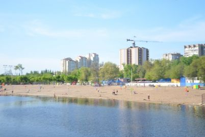 na-czentralnomu-plyazhi-zaporizhzhya-vidbulosya-svyato-molodi-ta-nezalezhnosti.jpg