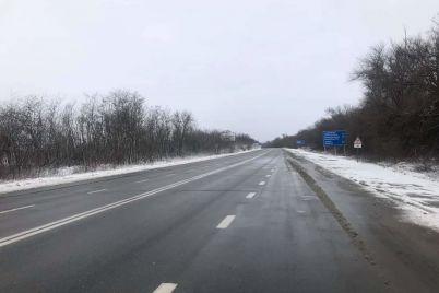 na-dorogah-zaporozhskoj-oblasti-rabotalo-73-speczmashiny-dvizhenie-na-trassah-otkryto-foto.jpg