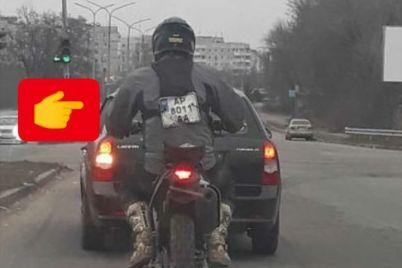 na-dorogah-zaporozhya-zamechen-motocziklist-s-gosnomer-na-kurtke-foto.jpg