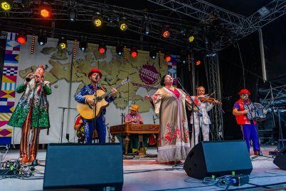 na-festivali-khortytsia-freedom-vistupit-rnb-spivachka-mamarika-ta-zahidnoukrad197nskij-gurt-hudaki-village-band.jpg