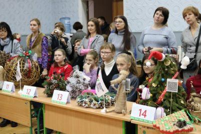 na-gorodskoj-elke-v-zaporozhe-budut-viset-igrushki-sozdannye-detmi-foto.jpg