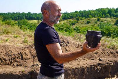 na-horticzi-arheologi-znajshli-pohovannya-bez-prahu-nebizhchika-foto.jpg