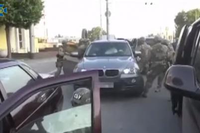 na-koleni-stal-sbu-v-zaporozhe-zaderzhali-organizatora-gruppirovki-narkotorgovczev-video.png