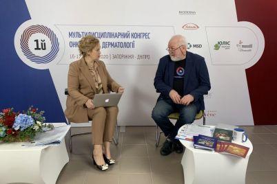 na-kongresse-v-zaporozhe-predstavili-knigu-kotoraya-nuzhna-ne-tolko-onkologam-no-i-ih-paczientam.jpg
