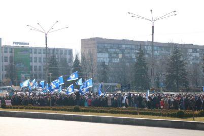 na-miting-v-czentre-goroda-vyshli-sotni-zaporozhczev-foto.jpg