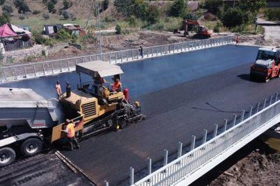 na-mostovom-perehode-v-zaporozhskoj-oblasti-ostalos-ulozhit-asfalt.jpg
