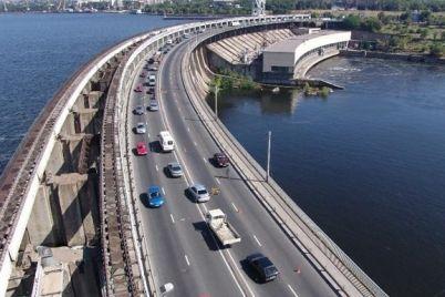 na-mostu-preobrazhenskogo-i-plotine-dneproges-v-chasy-pik-organizovali-revers-grafik.jpg