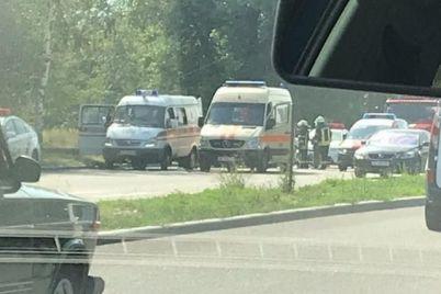 na-naberezhnij-zaporizhzhya-vodij-avto-vrizavsya-u-stovp.jpg