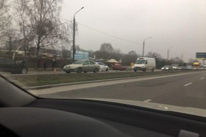 na-naberezhnoy-krupnaya-avariya-dvizhenie-do-ukrainskoy-zablokirovano-foto-video.jpg