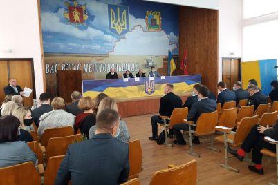 na-pervom-zasedanii-novyj-sostav-melitopolskogo-rajsoveta-vybral-predsedatelya.jpg