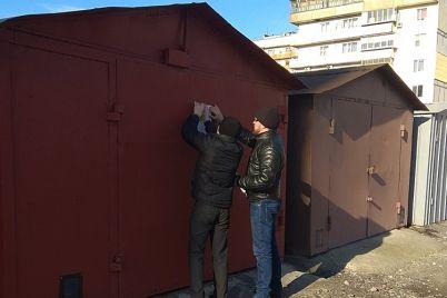 na-peskah-nezakonno-ustanovili-garazhi-chto-govoryat-v-zaporozhskoj-merii.jpg